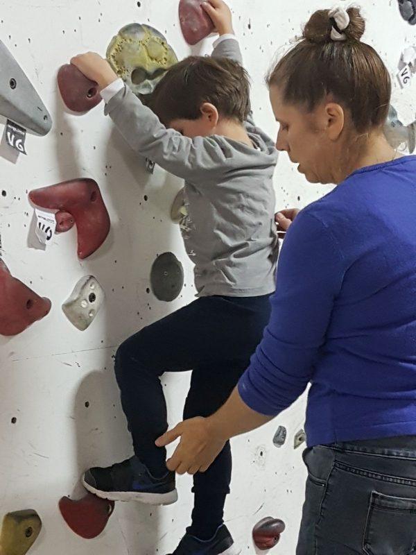 ילד מטפס לראשונה